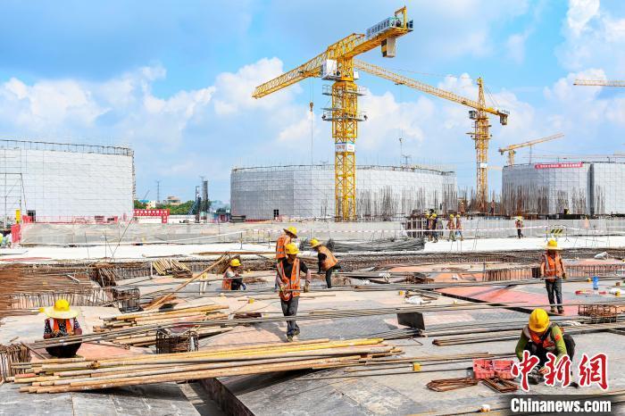 烈日下的那份坚守:探访广州规模最大安置房项目