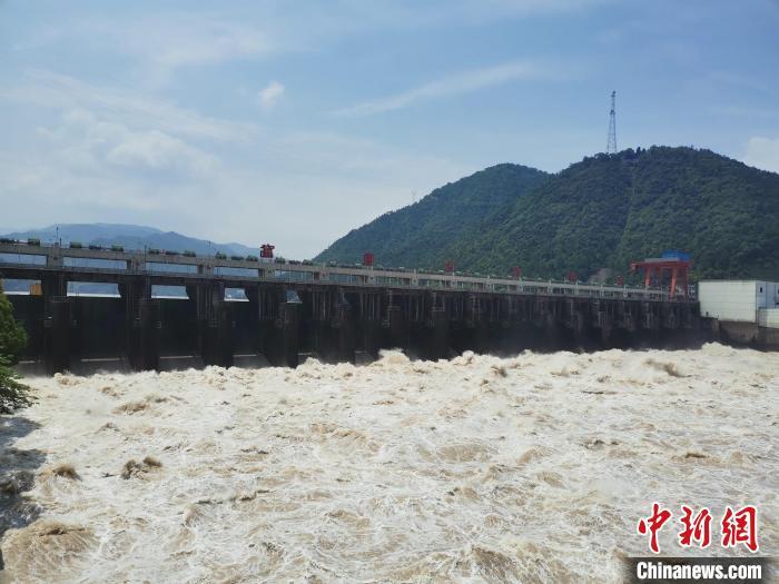 浙江:富春江持续泄洪 船闸已停闸超百小时